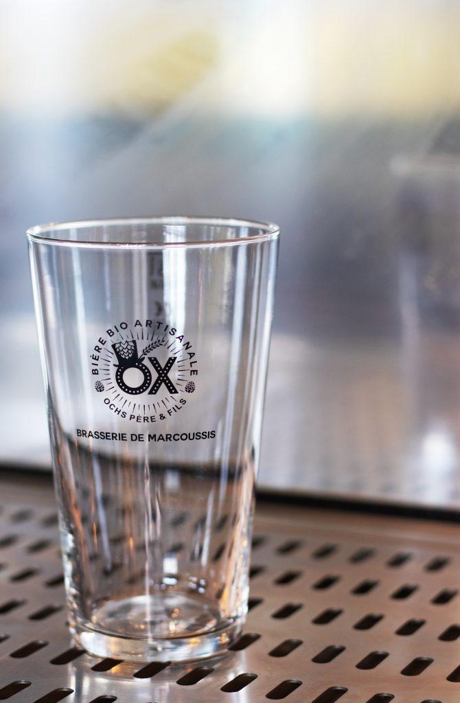 Le verre de pinte à la brasserie